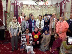 3-11-16-sikh-hindu-community-laughter-yoga-group-with-mayor-mayoress-of-dudleys